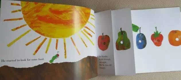 《The Very Hungry Caterpillar》内页